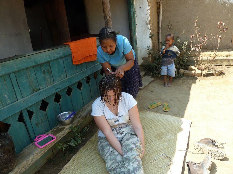 chez-le-coiffeur-en-brousse