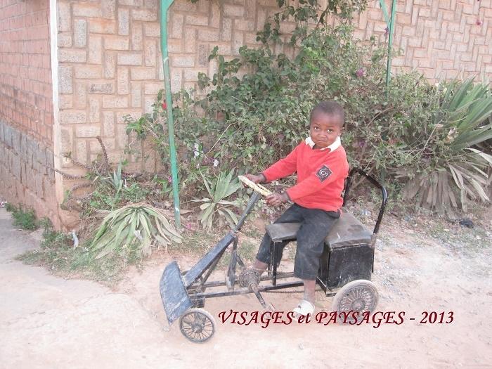 humanite-madagascar-2013-visages-paysages-enfant