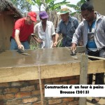 humanite-madagascar-2013-brousse-four-a-pain-construction